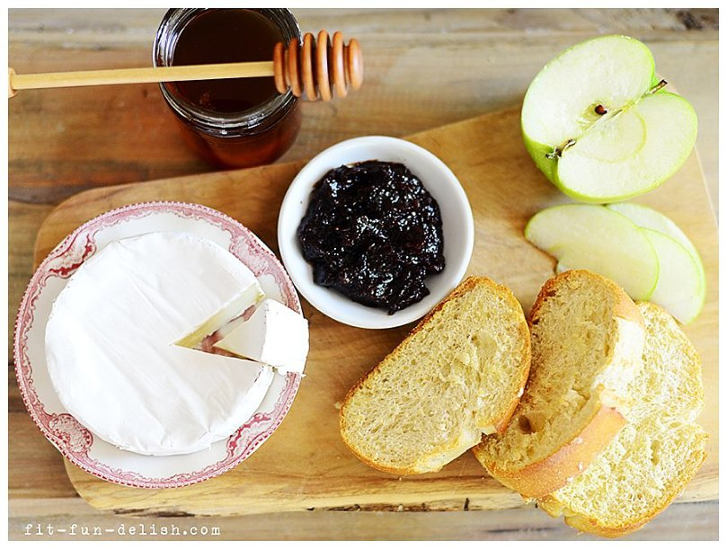 Recipe for Brie & Apples with Fig Spread Bruschetta