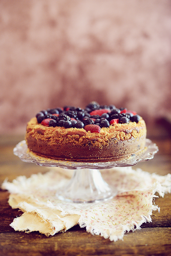 Berries Crumble Cake | A foolproof cake with only 15 mins prep time.
