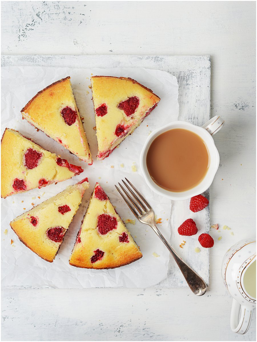 Raspberry-Ricotta Cake - This is an absolutely delicious cake!  The ricotta cheese adds moisture and a slightly dense texture.
