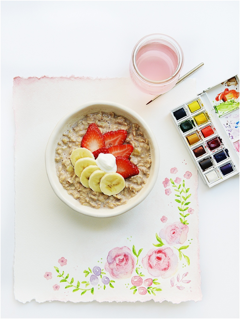 Cinnamon porridge (oatmeal) with banana & berries