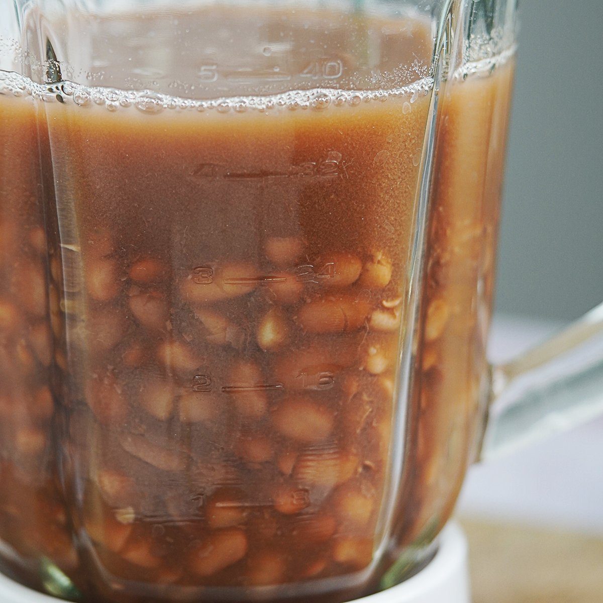 Cooked beans with its broth inside blender's glass